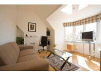 Double bedroom and private living room in stunning spacious flat in Richmond.