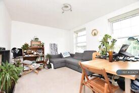 1 bedroom flat in Devonshire Drive, London, SE10 (1 bed) (#204774)