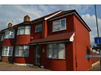 6 bedroom house in New North Road, Ilford, IG6 (6 bed)