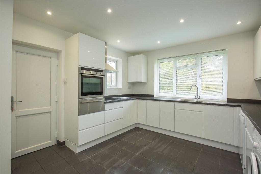 4 bedroom house in Latimer Road, Barnet, EN5