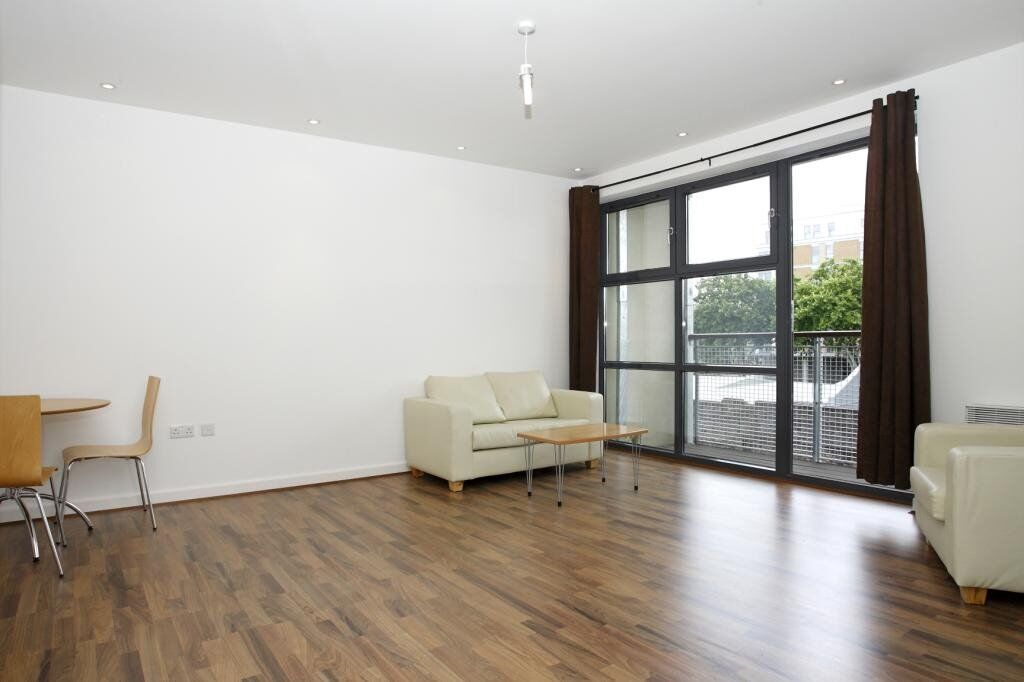**EXQUISITE 2 BED APARTMENT IN CARMINE WHARF, LIMEHOUSE E14 - AVAILABLE NOW - ONLY £1500 PER MONTH**