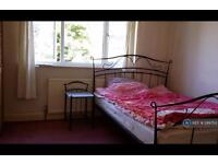 1 bedroom in Lawrence Avenue, New Malden Surrey, KT3