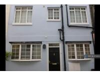 3 bedroom house in St. George's Square Mews, London, SW1V (3 bed)
