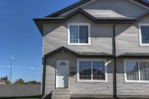 REDUCED! 1234 Wessex Place, 4 bed condo w/ finished basement!