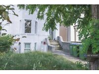 2 bedroom flat in Burrage Road, London, SE18 (2 bed) (#1101287)