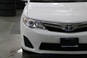 2014 Toyota Camry LE UPGRADE WITH NAVIGATION - SNOW TIRES! London Ontario image 8