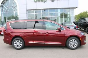 2017 Chrysler Pacifica Touring-L *LOW KMS* London Ontario image 6