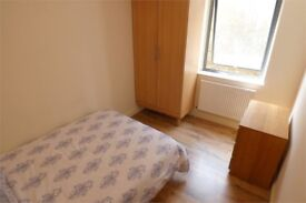 REFRESHING DOUBLE ROOM - ALDGATE EAST - COUPLES ACCEPTED- SUMMERTIME
