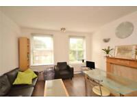 3 bedroom flat in Crescent Road, London, N3