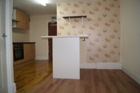 ONE BEDROOM, FIRST FLOOR FLAT - ELECTRIC ONLY - ON MAIN STOCKPORT ROAD - EXCELLENT TRANSPORT LINKS