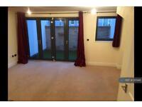 3 bedroom house in Wellington Lane, Cheltenham , GL50 (3 bed)