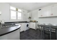 GREAT 3 MASSIVE BEDROOM flat in Hommerton. Living room, BIG KITCHEN. GREAT AND CHEAP!! CALL TO VIEW