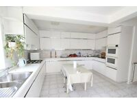 Spacious 4/5 bedroom semi-detached house in Vally Drive Estate, 0.1 miles from Tube and Buses