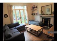 2 bedroom flat in Huron Road, London, SW17 (2 bed)