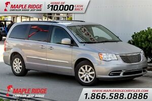2015 Chrysler Town & Country Touring w/ No Accidents, Stow n Go,