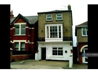 4 bedroom house in Mill Hill Road, Cowes, PO31 (4 bed)