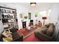 3 bedroom flat in Turney Road, Herne Hill