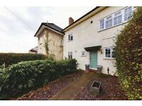 Spacious and large 3 bed terraced house located a short walk from Herne Hill - Casino Avenue