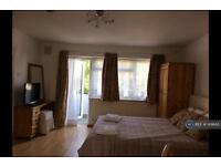 Studio flat in Haven Lodge, London, NW11