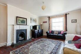 2 bedroom flat in Camden Road, London , NW1 (2 bed) (#1055734)