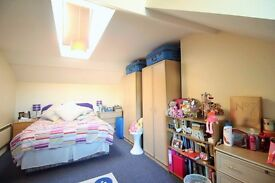 **Perfectly located 1 bedroom Top floor flat avalaibel NOW! ****Camden Road****