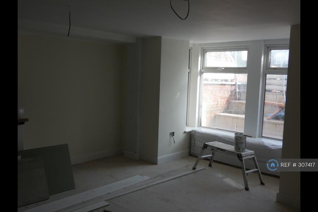 2 bedroom flat in Albert Road, Blackpool, FY1 (2 bed)
