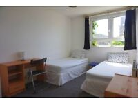 Beautiful twin room in Poplar, no fees. 1 week deposit