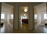 2 bedroom flat in High Street, Feltham, TW13 (2 bed) (#991987)