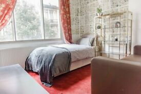 Elegant Double Room in Marylebone area