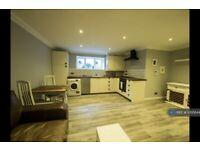 1 bedroom flat in Hopton Road, London, SW16 (1 bed) (#1095844)