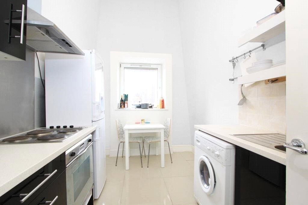 ***STUNNING 2 BED APARTMENT 15 MINUTES WALKING DISTANCE TO CANARY WHARF - AVAIL NOW - £395P/W***