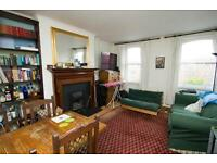 3 bedroom flat in Caledonian Road, Holloway