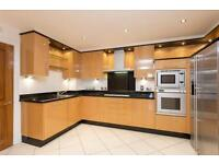 3 bedroom flat in Strand Drive, Kew Gardens, Richmond, Surrey, TW9