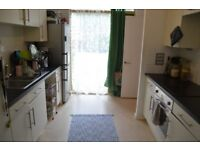 Huge Three Double Bedroom Split Level Apartment with Private Entrance, and Garden