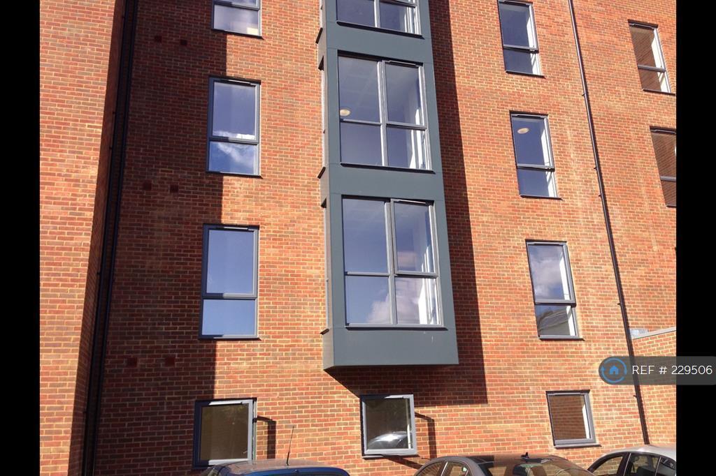 1 bedroom flat in Willoughby Avenue, Uxbridge, UB10 (1 bed)