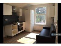 2 bedroom flat in Milton Avenue, London, E6 (2 bed) (#1152465)