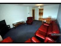 2 bedroom flat in Stockethill Court, Aberdeen, AB16 (2 bed)
