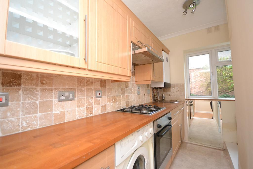 2 bedroom flat in Manor Court, York Way, Whetstone, N20