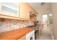2 bedroom flat in Manor Court, York Way, Whetstone, N20
