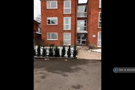 2 bedroom flat in Hersham Road, Walton-On-Thames, KT12 (2 bed)