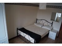 Clean Double Room in City Centre/St.Marys to Let Fully Furnished *ALL BILLS INC* NO FEES £90pw