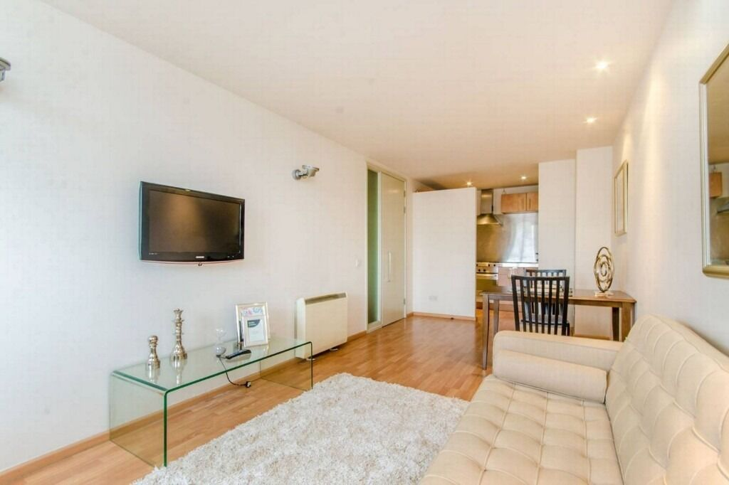 Modern 1 Double Bedroom Apartment With Concierge And Gym Located Close To Old Street and Angel