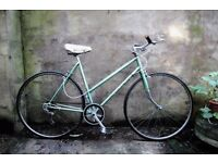 COVENTRY EAGLE, 21 inch, vintage ladies womens dutch style mixte frame road bike, 5 speed