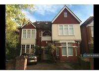 3 bedroom flat in Warwick Road, London, W5 (3 bed)