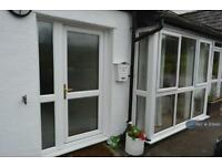 2 bedroom flat in Knowle Green, 2 Time House, Lower Rd, Knowle Green Pr3 2Yn, PR3 (2 bed)