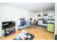 1 bedroom flat in Wharfside Point South, 4 Prestons Road, Canary Wharf
