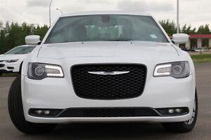 2015 Chrysler 300 S*HAIL DAMAGE ($3500)*PRICE DROP ($1500) Moose Jaw Regina Area image 2
