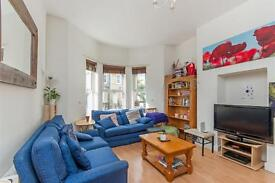 4 bedroom flat in Kingsgate Road, South Hampstead