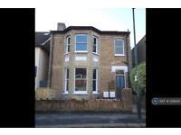 1 bedroom in Connaught Road, Teddington, TW11