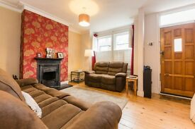 RAYNES PARK**STUNNING 2 BED HOUSE**2 GOOD DOUBLES**PRIVATE GARDEN**PARKING**5 MINS TO STATION!!!!